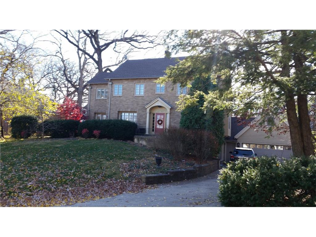 Photo of home for sale at 5624 Waterbury Road, Des Moines IA