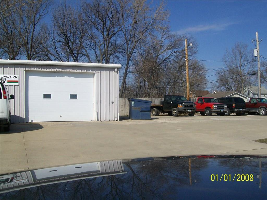 Photo of home for sale at 1021 RAILROAD Avenue, West Des Moines IA