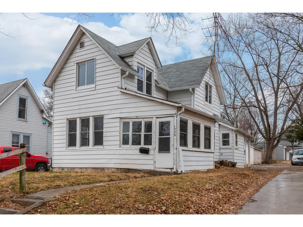 Photo of home for sale at 1329 12th Street E, Des Moines IA
