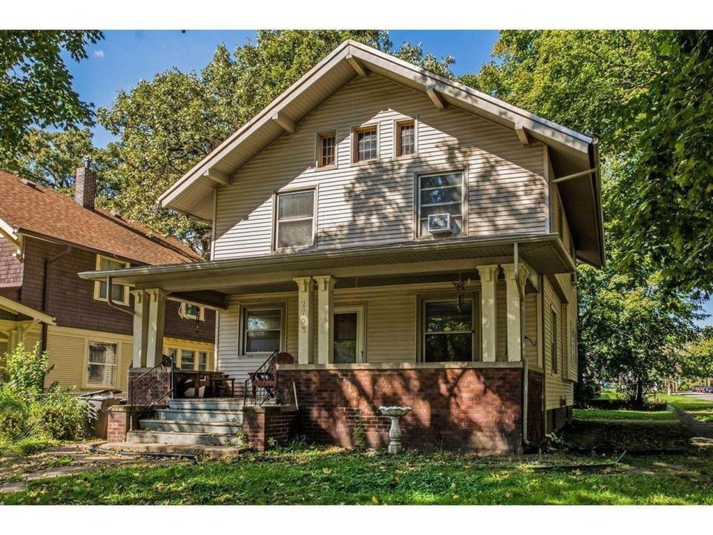 Photo of home for sale at 2703 Kingman Boulevard, Des Moines IA