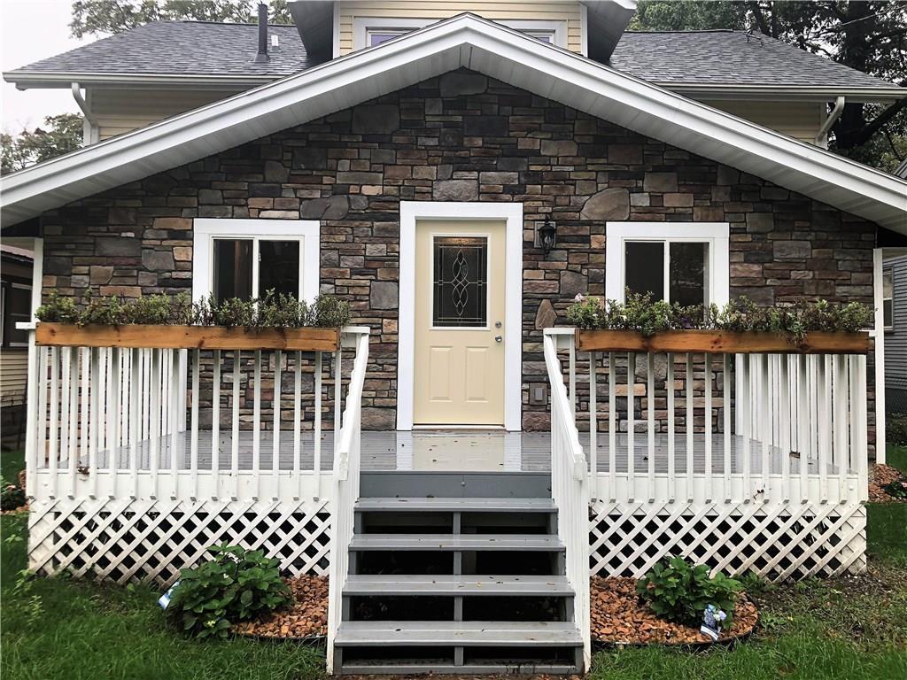 Photo of home for sale at 1410 Washington Avenue, Des Moines IA