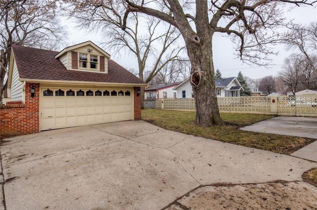 Photo of home for sale at 1826 46th Street, Des Moines IA