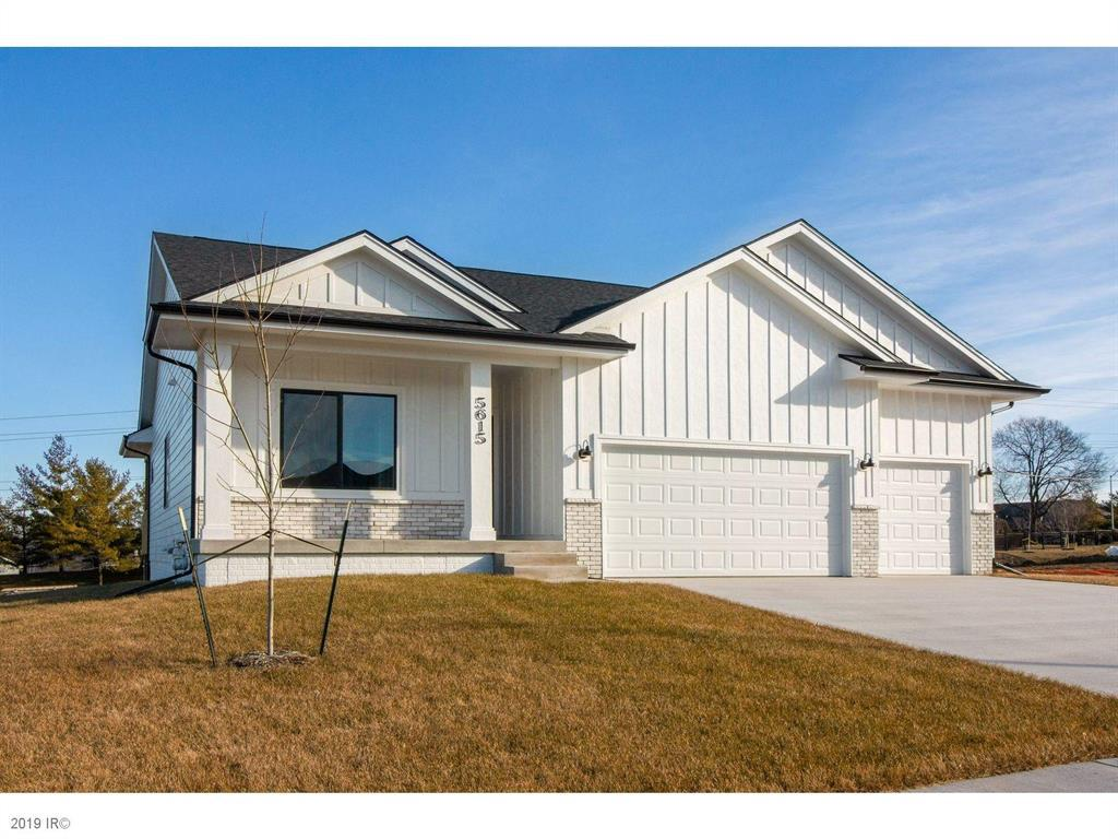 Photo of home for sale at 5615 87th Street NW, Johnston IA