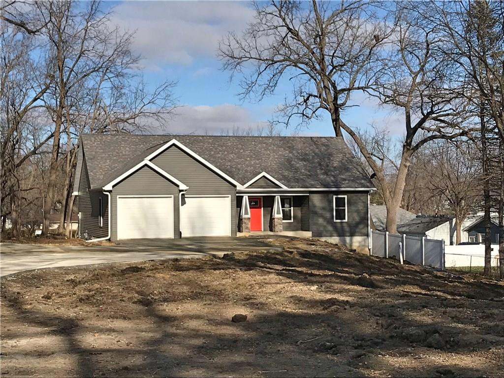 Photo of home for sale at 322 11th Avenue S, Newton IA