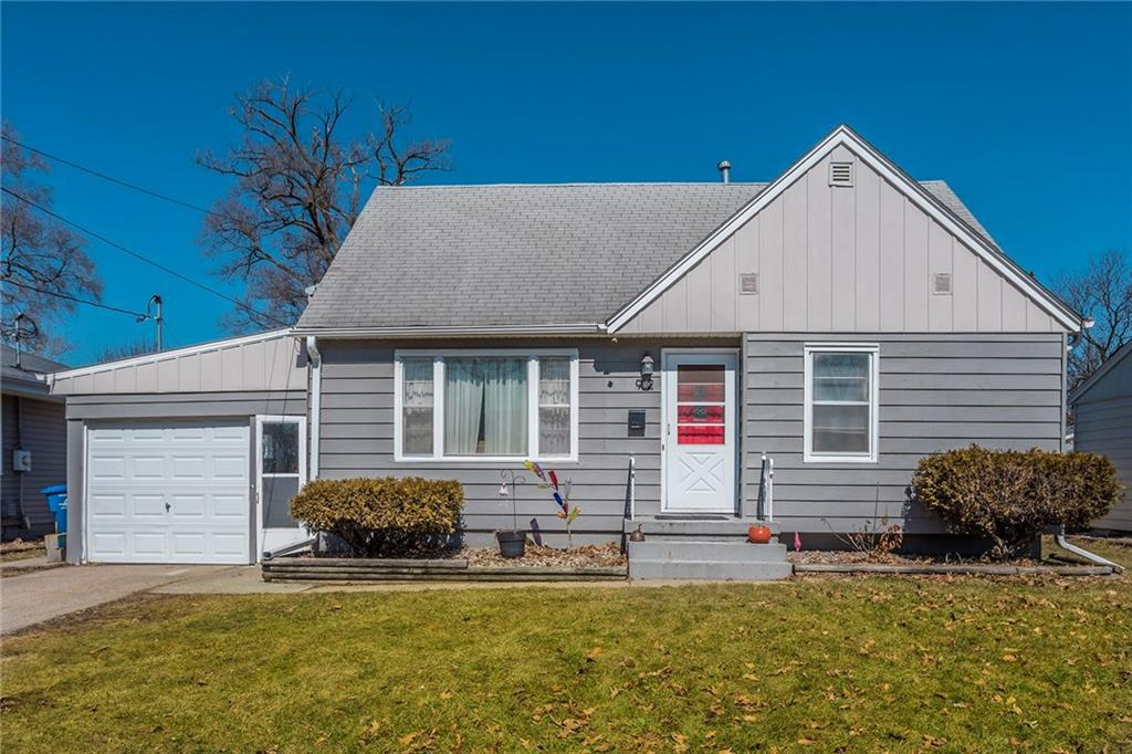 Photo of home for sale at 912 Seneca Avenue E, Des Moines IA