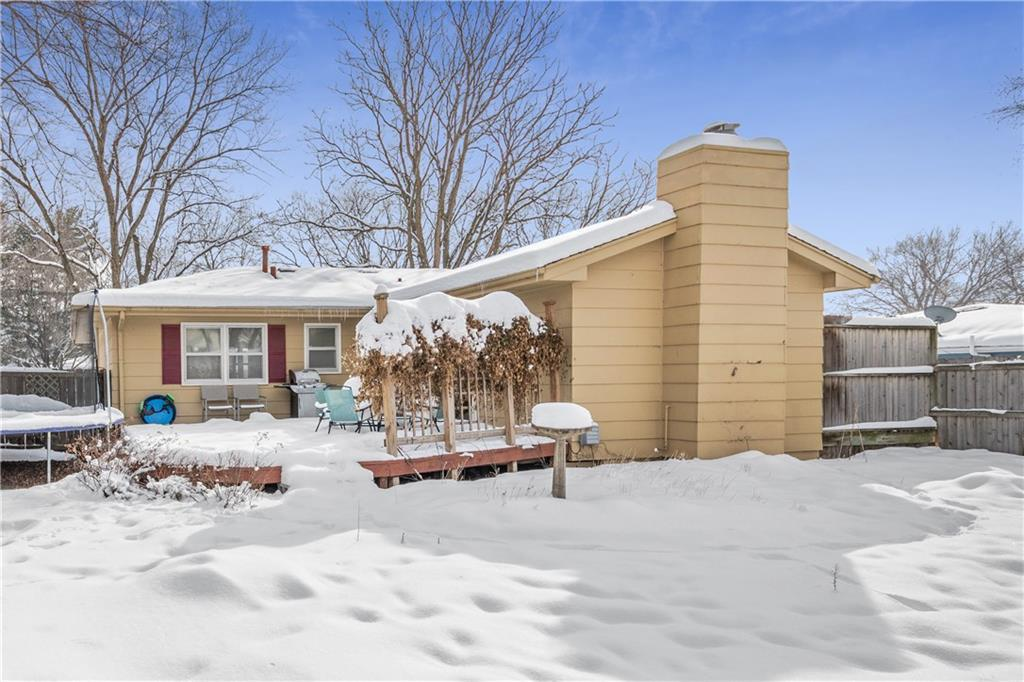 Photo of home for sale at 204 34th Street, West Des Moines IA