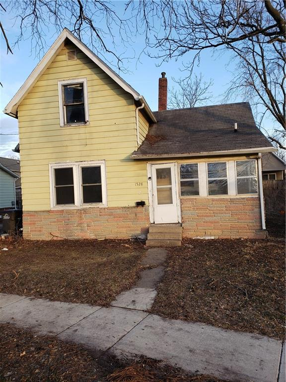 Photo of home for sale at 1528 Dean Avenue, Des Moines IA