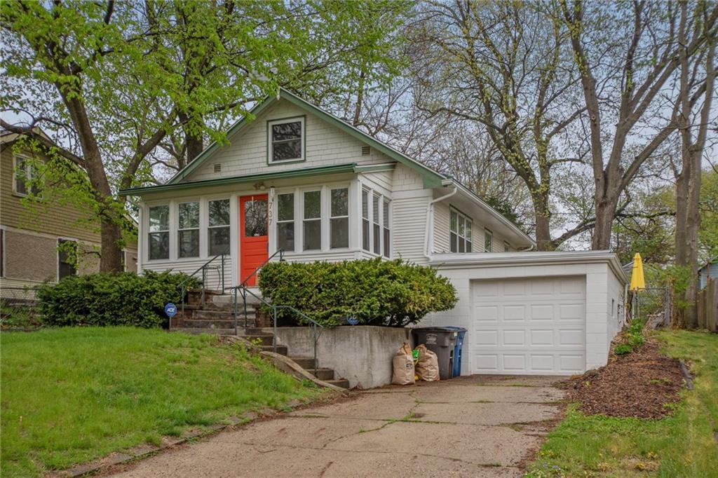 Photo of home for sale at 737 28th Street, Des Moines IA
