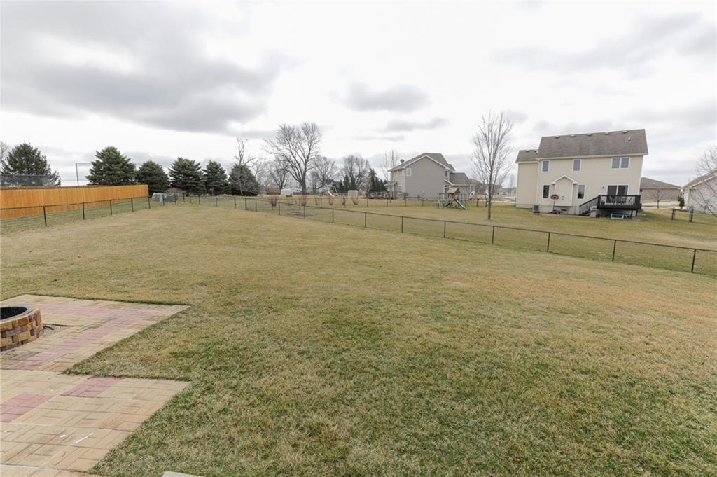 Photo of home for sale at 917 53rd Court NE, Ankeny IA