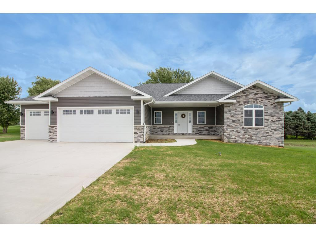 Photo of home for sale at 806 Springview Drive, Pleasantville IA