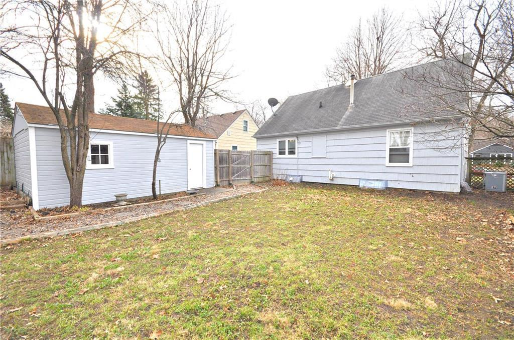 Photo of home for sale at 1409 Linden Lane, Des Moines IA