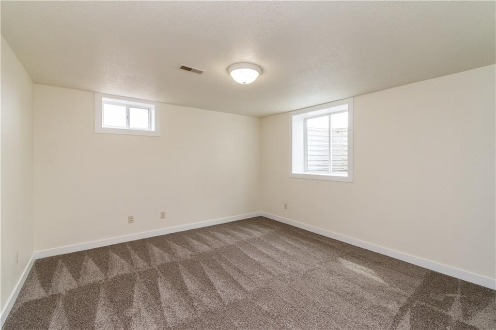 Photo of home for sale at 805 Parkside Drive NW, Ankeny IA