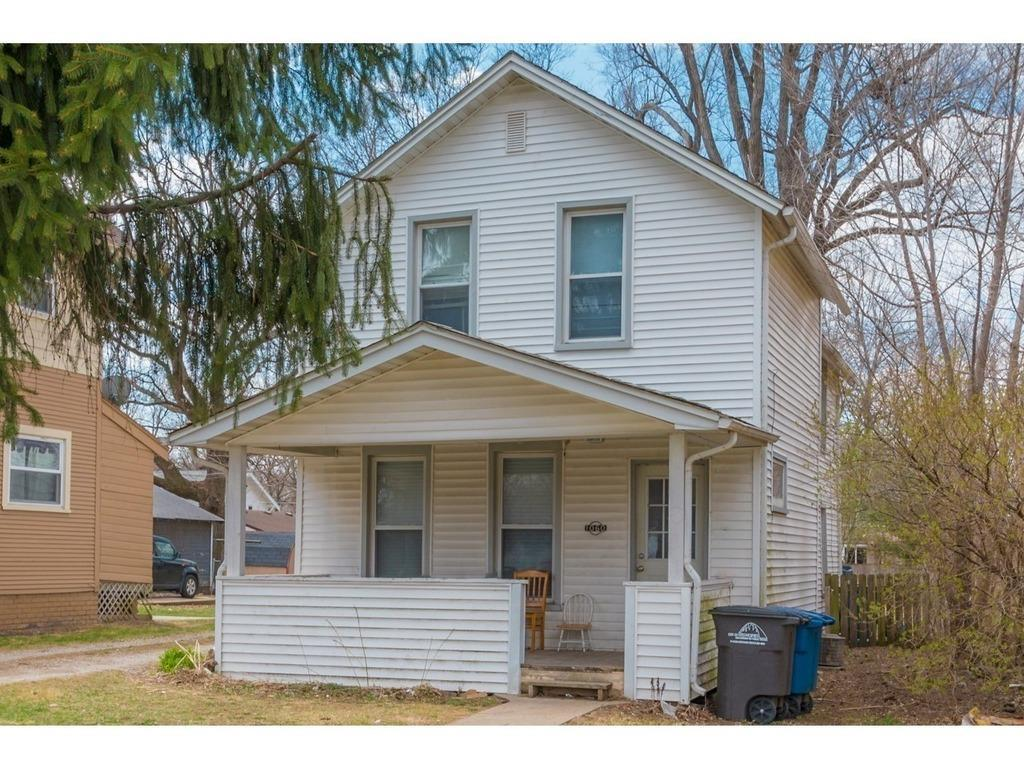 Photo of home for sale at 1060 38th Street, Des Moines IA