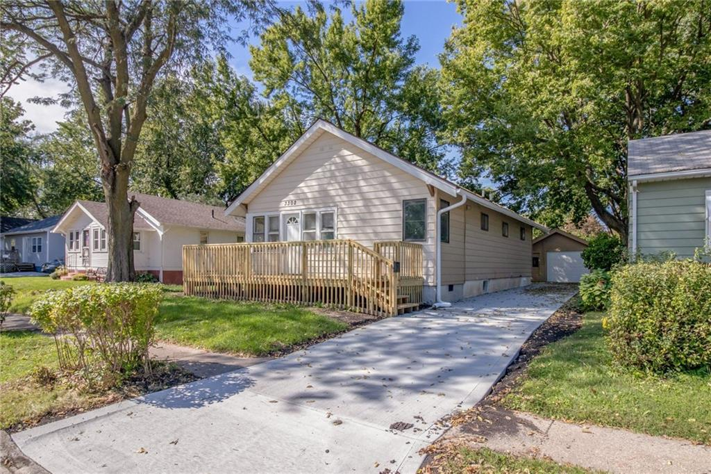 Photo of home for sale at 3302 Columbia Street, Des Moines IA