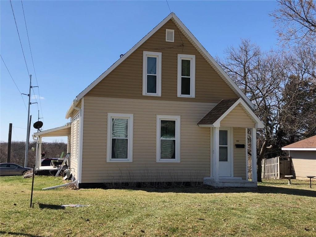 Photo of home for sale at 124 Grade Street E, Winterset IA
