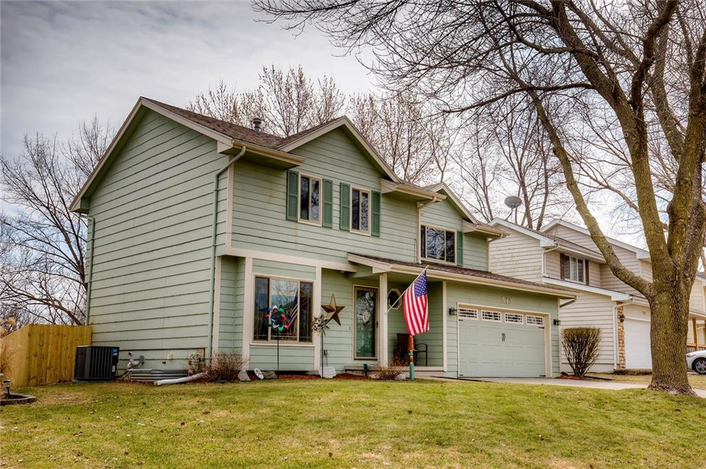 Photo of home for sale at 513 Prairie View Drive, West Des Moines IA