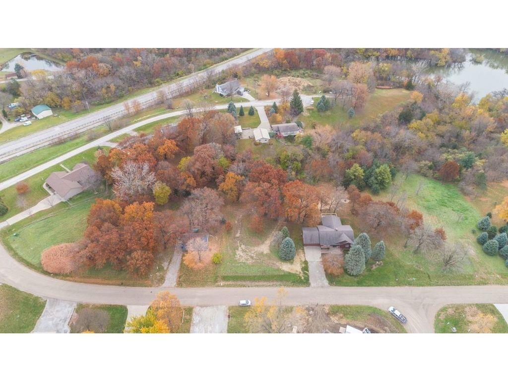 Photo of home for sale at Amsterdam Drive, Pella IA