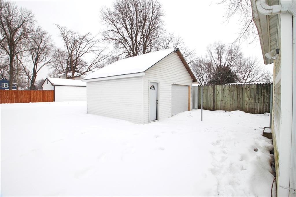 Photo of home for sale at 618 Dunham Avenue E, Des Moines IA