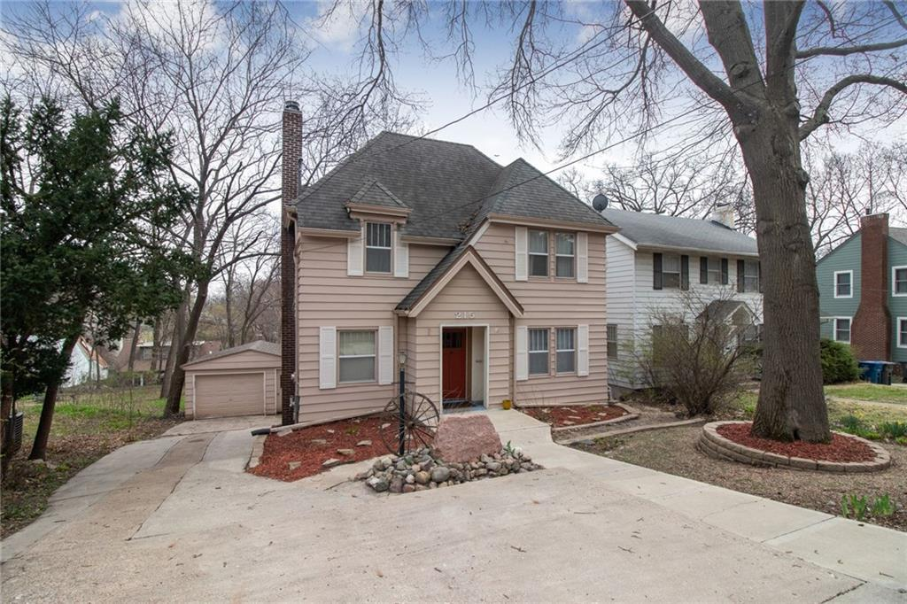 Photo of home for sale at 215 Zwart Road, Des Moines IA
