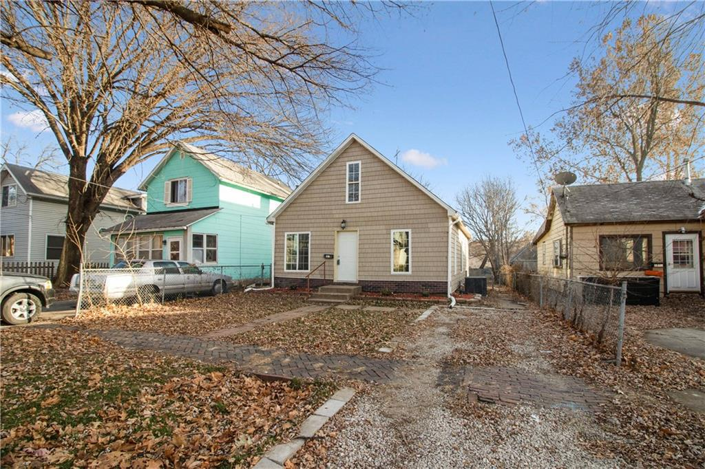 Photo of home for sale at 1735 Des Moines Street, Des Moines IA