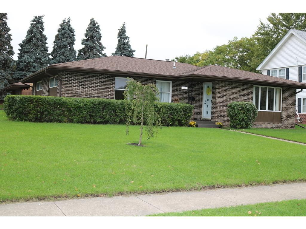 Photo of home for sale at 420 Grant Street SE, Ankeny IA