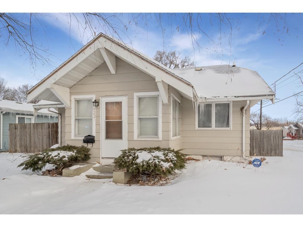 Photo of home for sale at 922 Ovid Avenue E, Des Moines IA