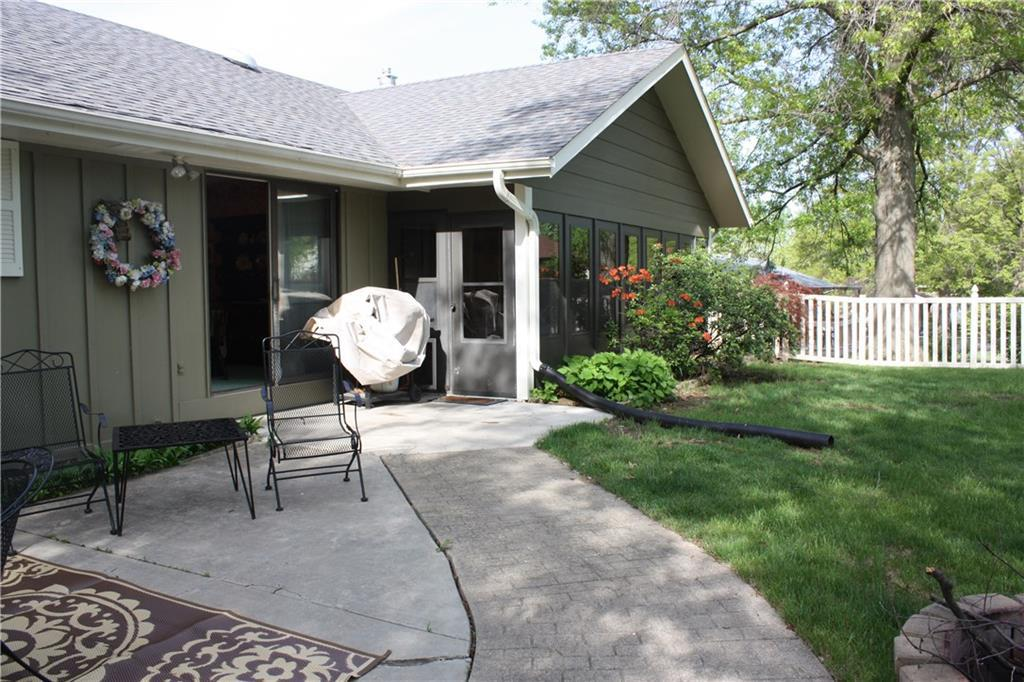 Photo of home for sale at 1016 Park Lane, Pella IA