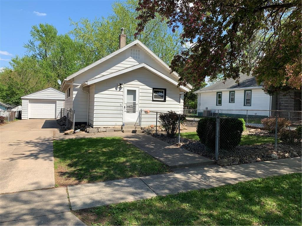 Photo of home for sale at 3615 Cambridge Street, Des Moines IA