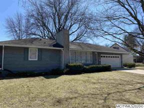 Property for sale at 27 S Crescent Dr, Mason City,  Iowa 50401