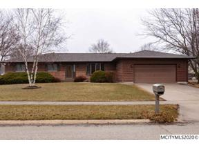 Property for sale at 1 Briarstone Ct, Mason City,  Iowa 50401