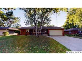 Property for sale at 156 Parkridge Dr, Mason City,  Iowa 50401