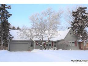 Property for sale at 110 Meadow Ln, Mason City,  Iowa 50401