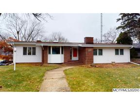 Property for sale at 327 Willowbrook Dr, Mason City,  Iowa 50401