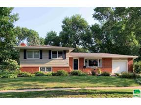Property for sale at 976 Crestview Dr, vermillion,  South Dakota 57069