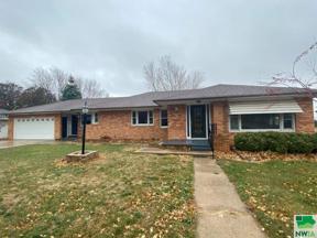 Property for sale at 321 Albany Ave Se, Orange City,  Iowa 51041