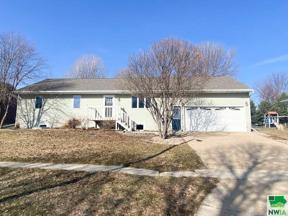 Property for sale at 506 Providence Ave Se, Orange City,  Iowa 51041