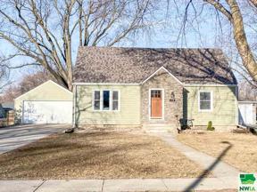 Property for sale at 114 Florida Ave Sw, Orange City,  Iowa 51041