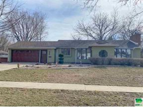 Property for sale at 410 3rd St Nw, Orange City,  Iowa 51041
