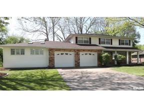 Property for sale at 20 Oakbrook Drive, Bettendorf,  Iowa 52722