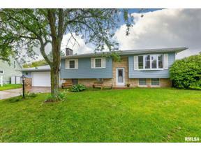 Property for sale at 11 Hillside Court, Eldridge,  Iowa 52748