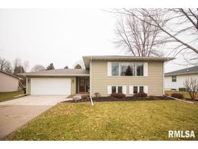 Property for sale at 120 Crestview Drive, Eldridge,  Iowa 52748