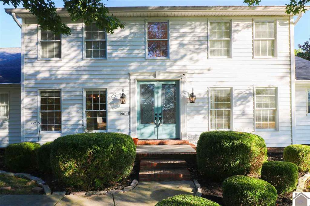 Photo of home for sale at 210 Troon Road, Paducah KY