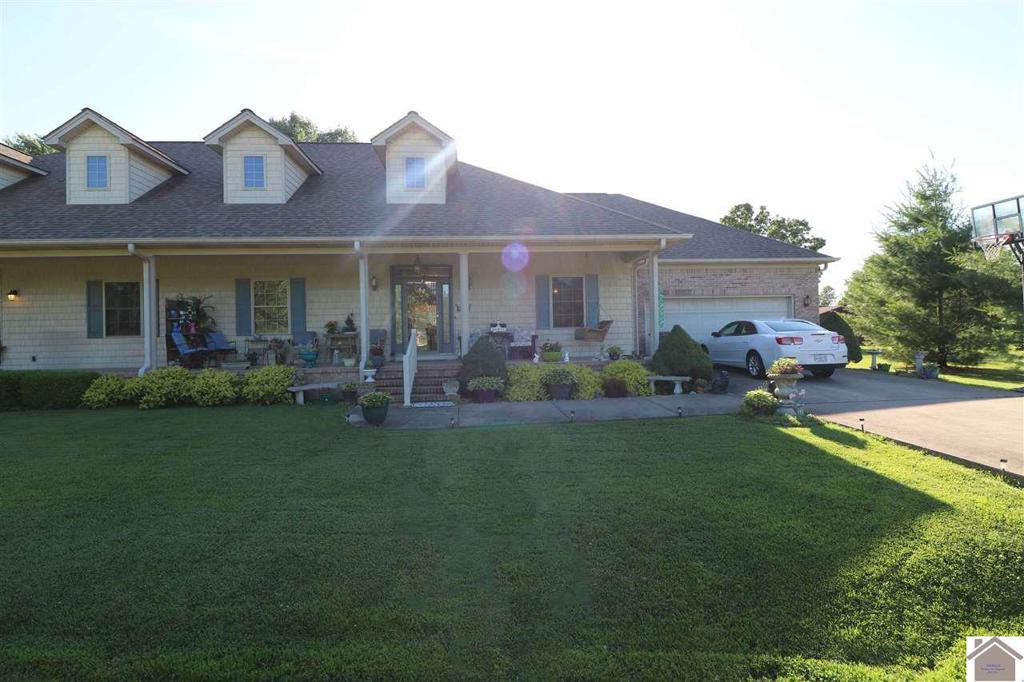 Photo of home for sale at 120 Miller Court, Paducah KY