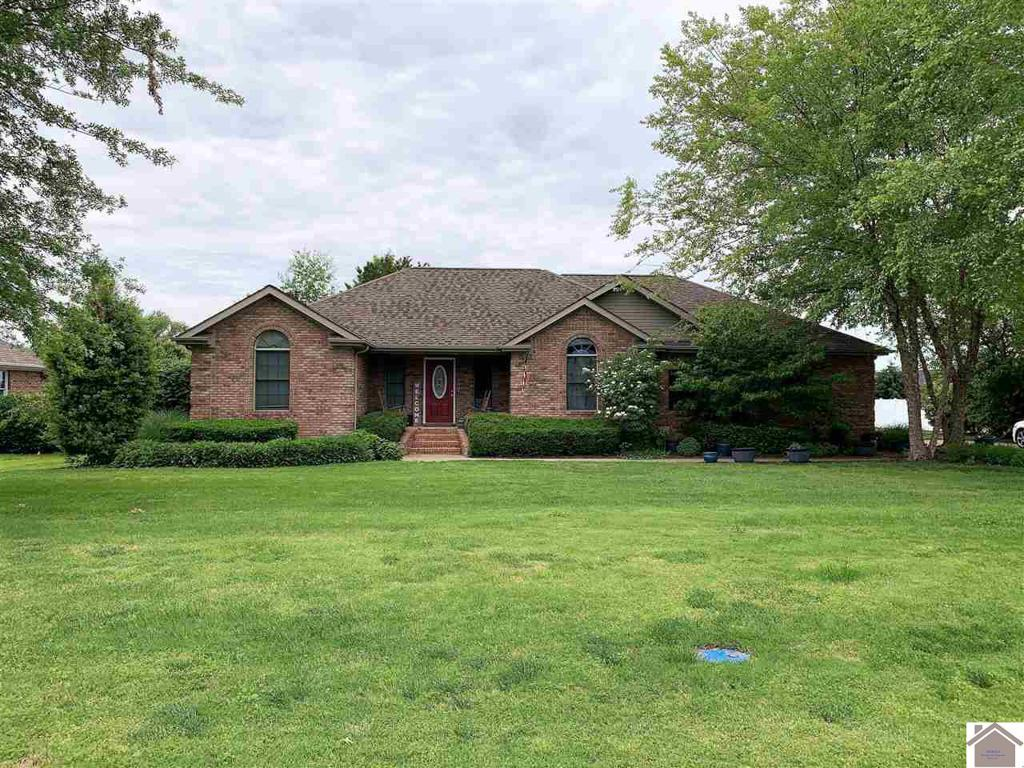 Photo of home for sale at 205 Willow Cove, Paducah KY