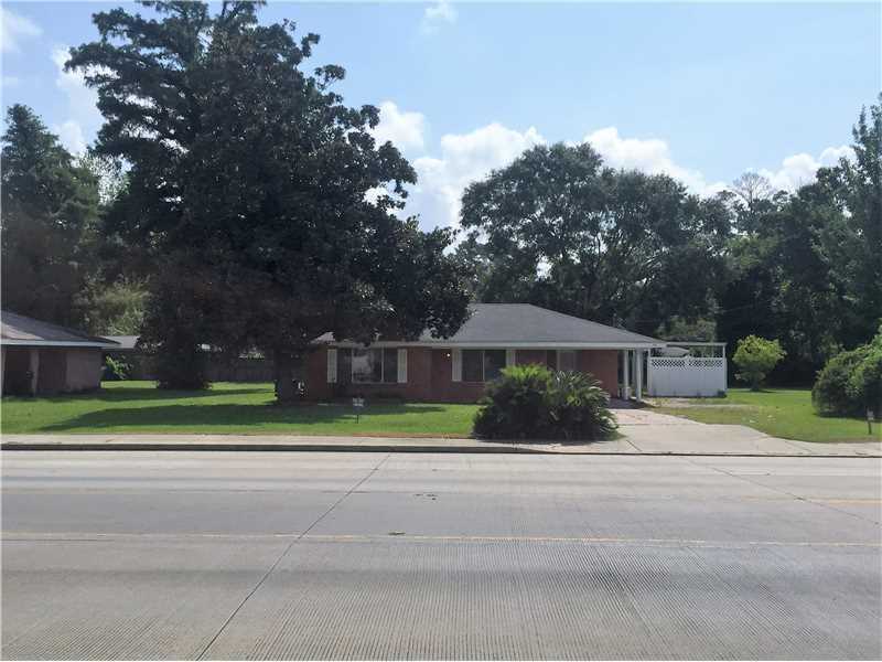 Photo of home for sale at 4015 Nelson Road, Lake Charles LA