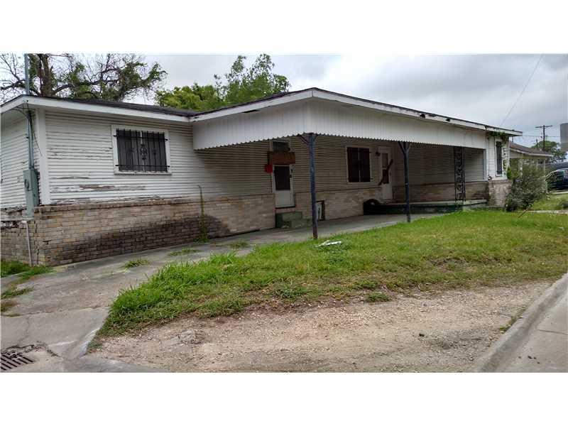 Photo of home for sale at 403 Bank Street N, Lake Charles LA