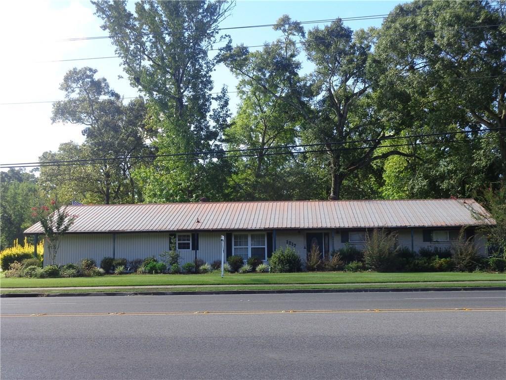 Photo of home for sale at 1217 Sam Houston Jones Parkway, Lake Charles LA