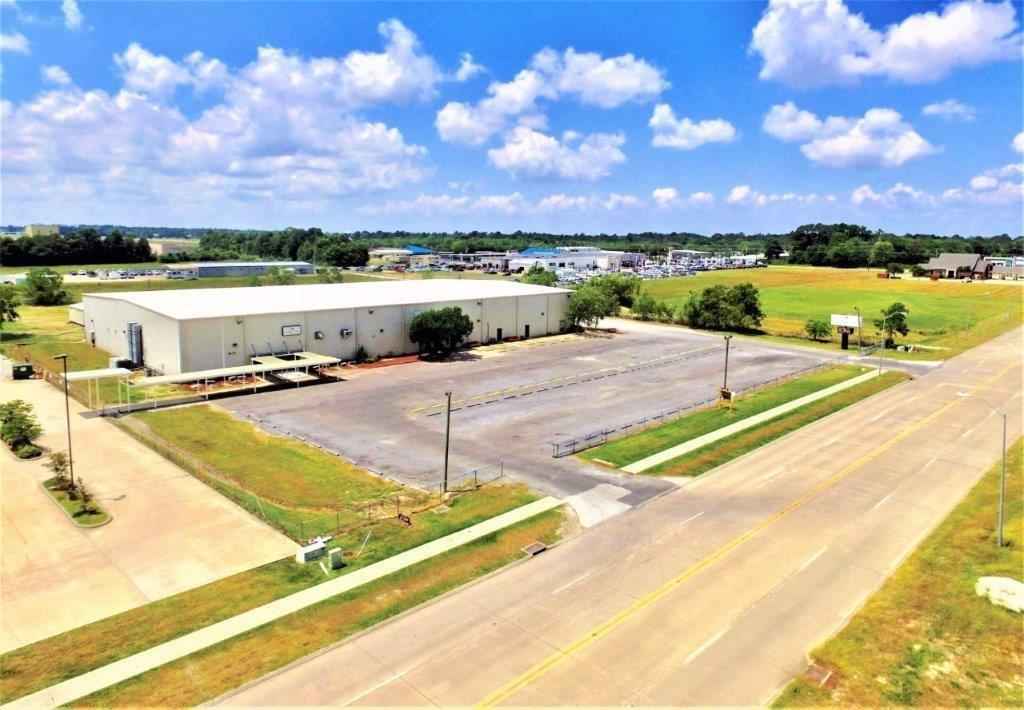 Photo of home for sale at 2750 Power Center Parkway, Lake Charles LA