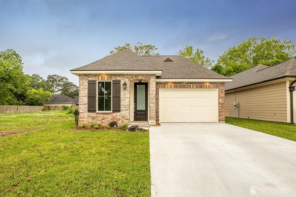 Photo of home for sale at 2922 Hodges Street, Lake Charles LA