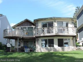 Property for sale at 4090 LAMONT DR, Waterford Twp,  Michigan 48329